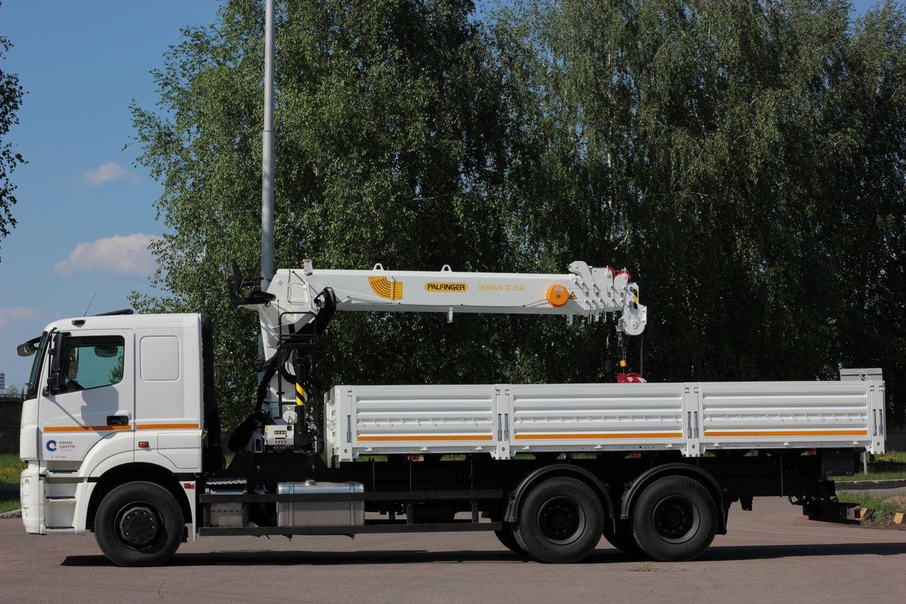 Современная интерпретация универсального бортового магистральника подразумевает КАМАЗ-65207 с тросовым краном Palfinger INMAN IT 150