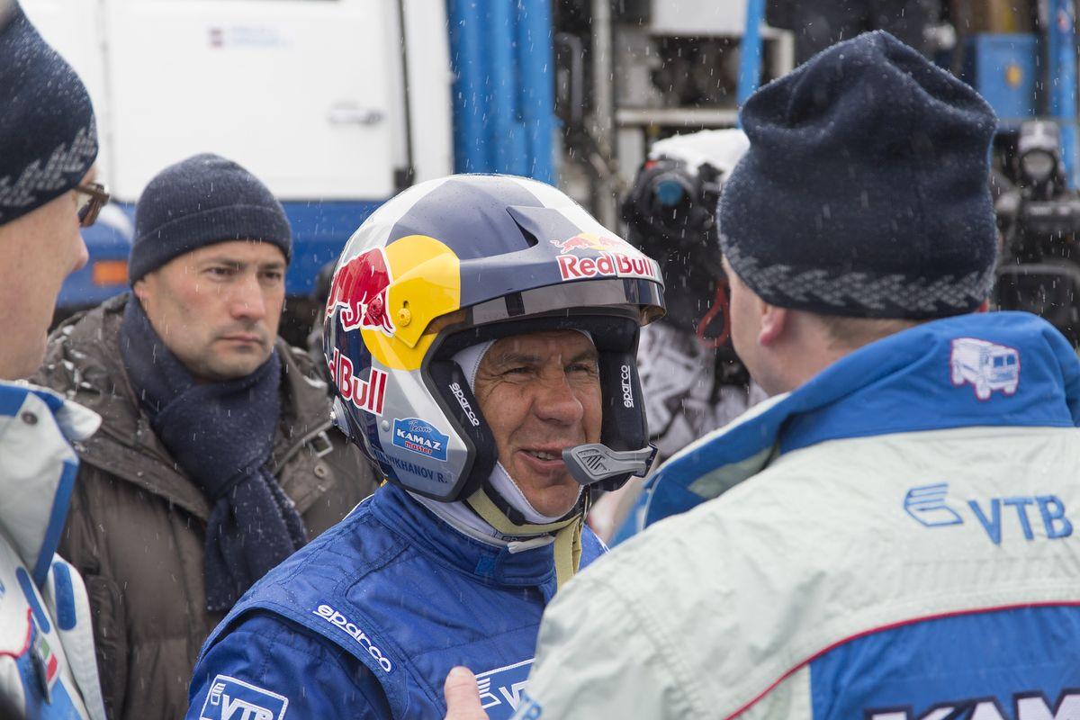 Фото дня: Рустам Минниханов на проводах команды «КАМАЗ-мастер»