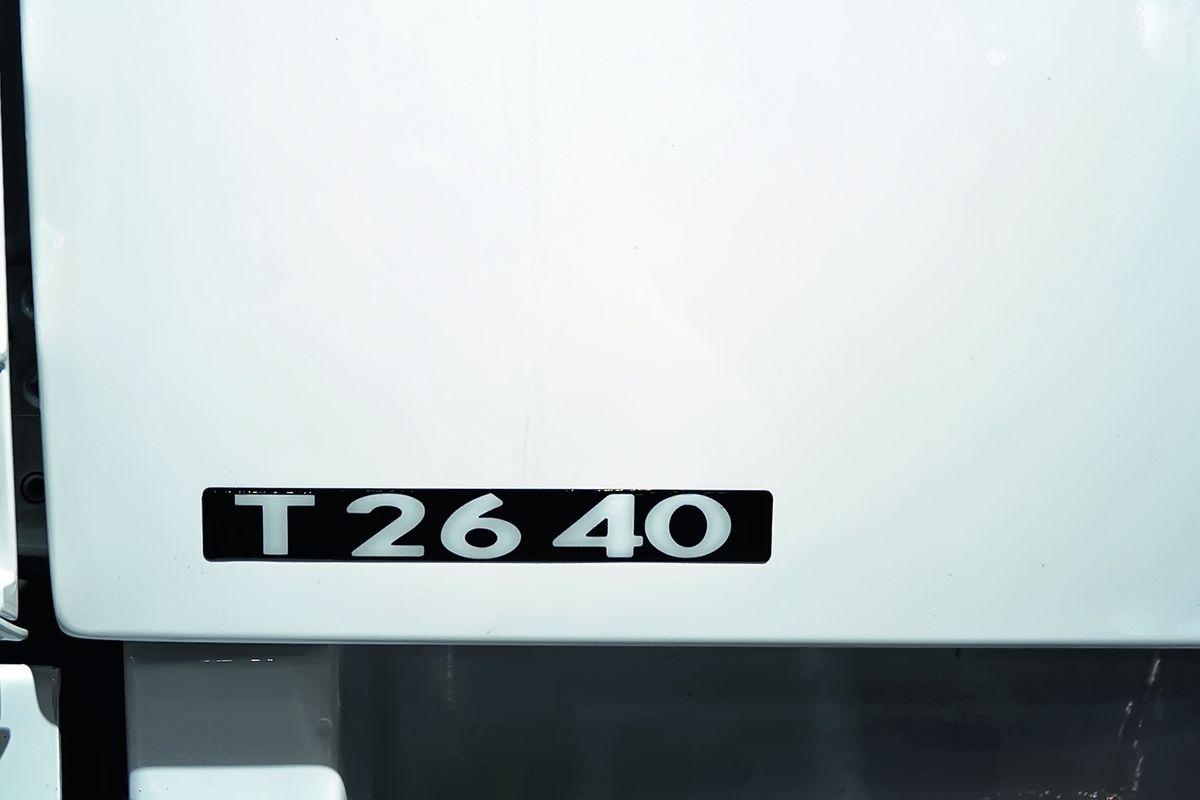 Первые две цифры означают полную массу, у тягачей с учётом нагрузки на седло, третья и четвёртая цифры – мощность двигателя в л.с., кратная десяти (например, число 41 означает мощность двигателя 410 л.с.). Буква перед цифрами указывает назначение грузовика: Т – tractor – тягач