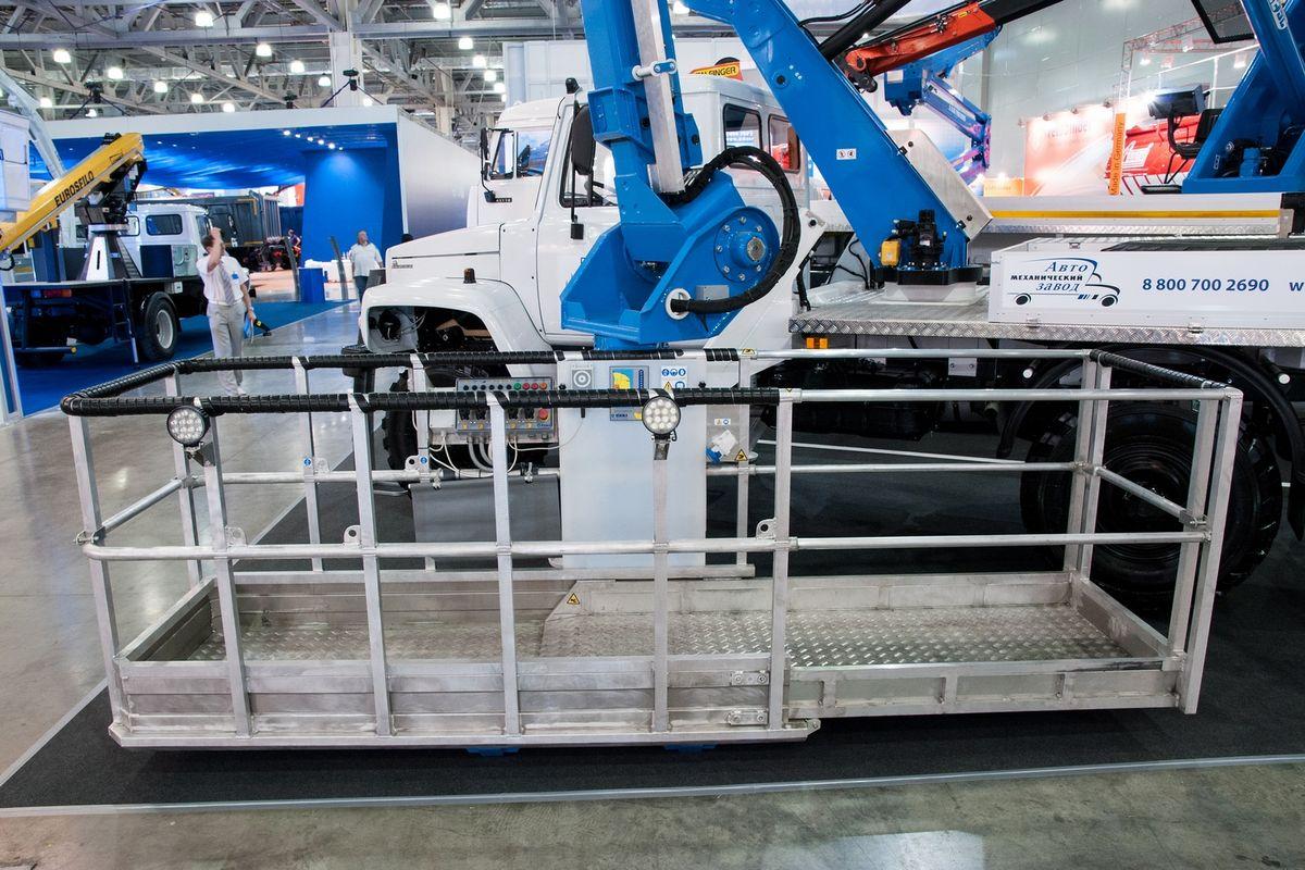 Рабочая платформа допускает поворот вправо/влево на угол до 90° и увеличение со стандартных 2,5 до рекордных 3,8 м
