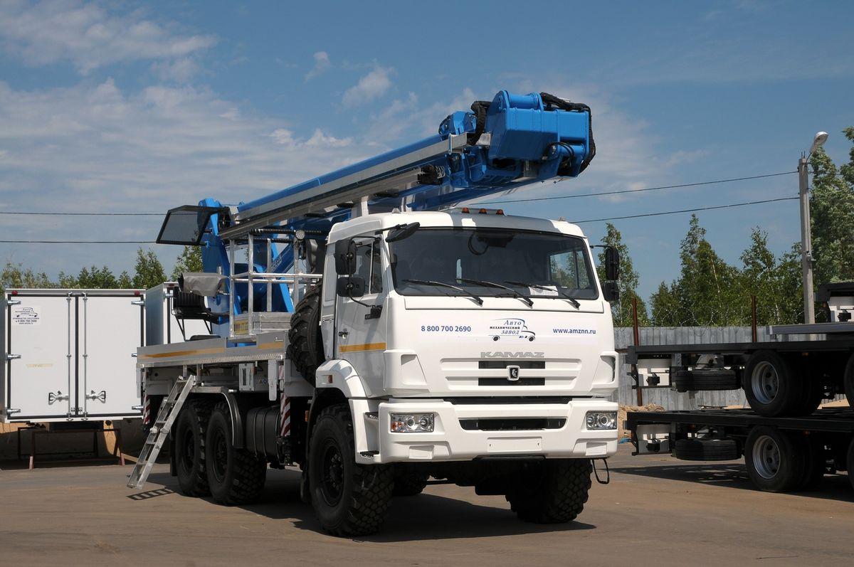 Огромная 35-метровая вышка в транспортном положении не выдается за пределы базового шасси КАМАЗ-43118К