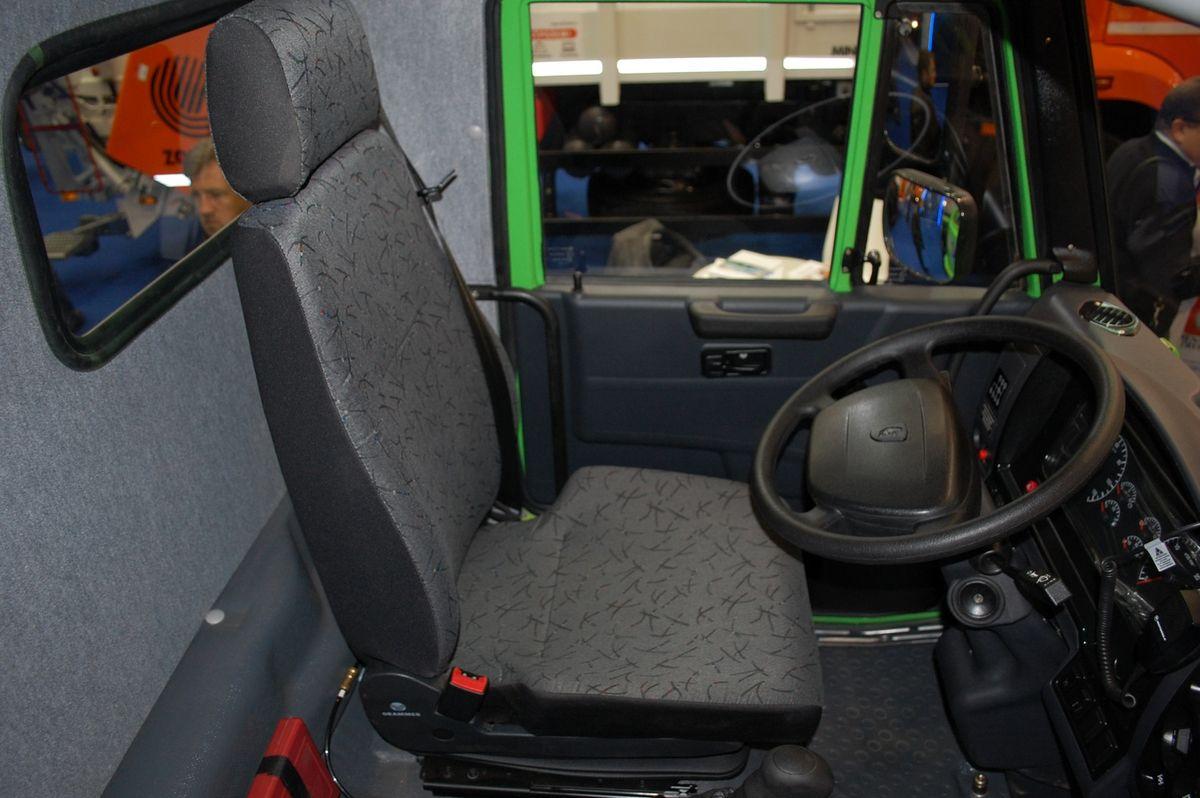 Удобное сиденье Grammer, которое имеет не только расширенный набор регулировок, но и оснащено пневмоподвеской