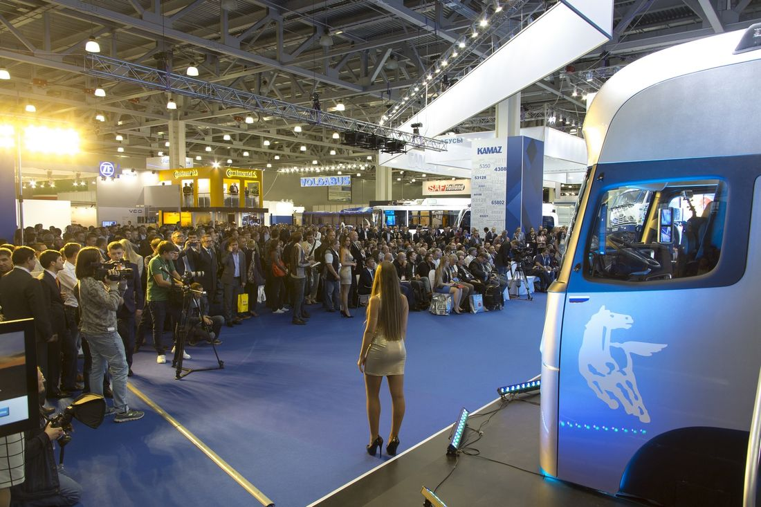 Премьерный показ кабины КАМАЗ-2020 стал центральным событием COMTRANS'2015 и собрал больше гостей, чем на официальное открытие выставки