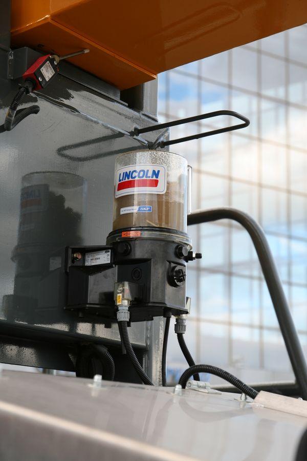 Автоматическая система смазки поддерживает рабочее состояние узлов трения