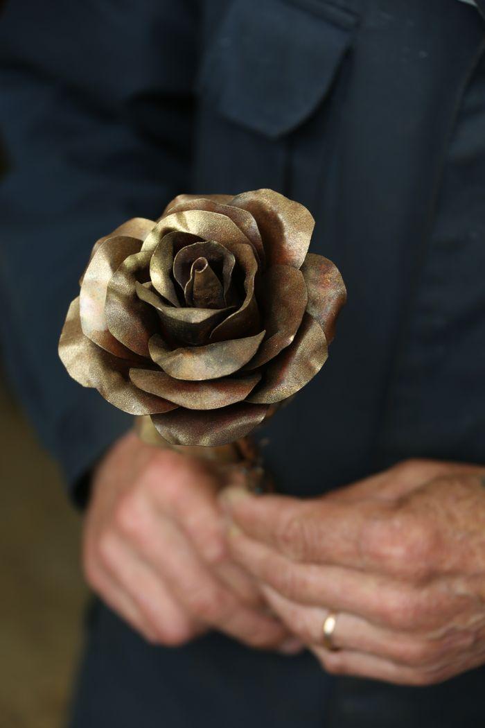 Фото дня. Цельнометаллическая роза
