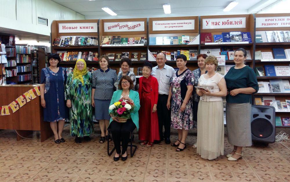 Профсоюзной библиотеке на Прессово-рамном заводе - 40 лет!