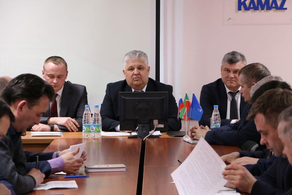 Совместное совещание администрации и профкома «КАМАЗа» по проведению периодических медосмотров