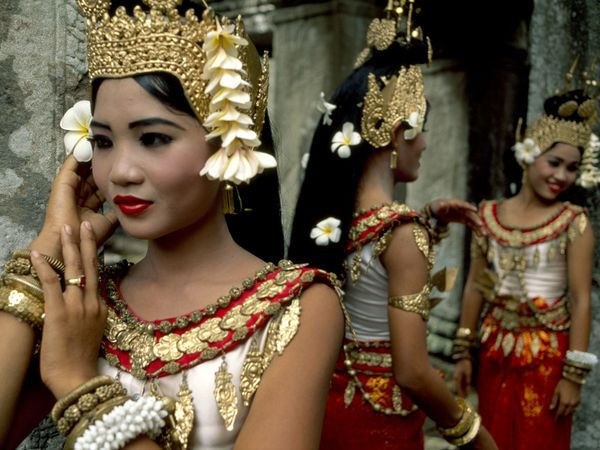 cambodia-khmer-dancers_2885_600x450