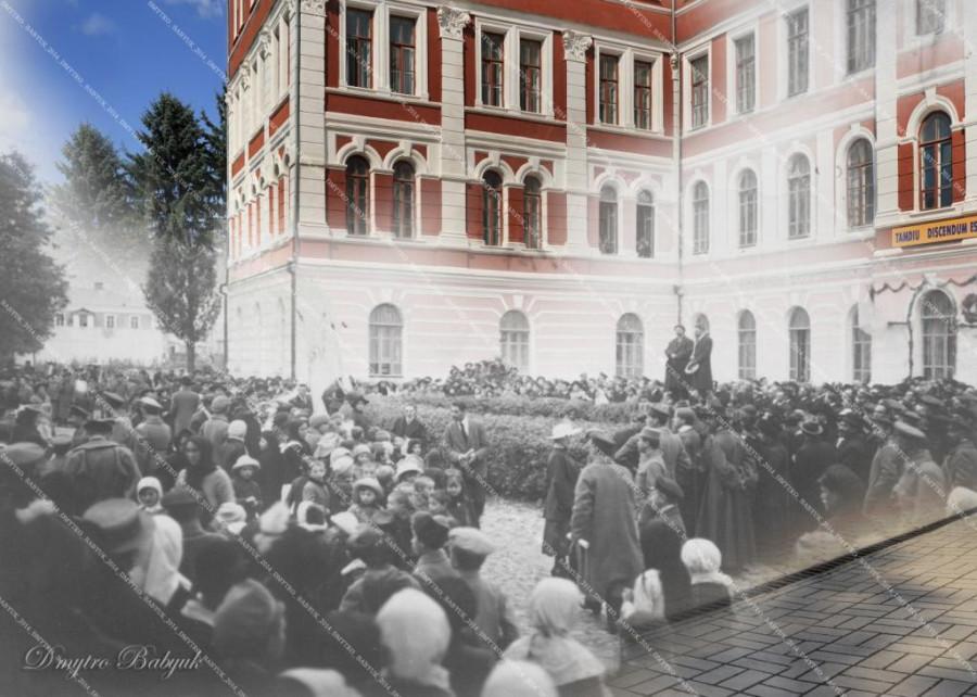 І. Огієнко під час промови біля університету. 1919
