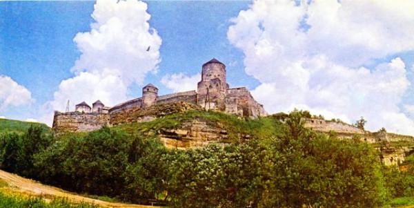 12. Панорама укріплень старовинної фортеці