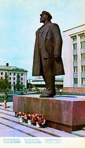 1.  пам'ятник В.І. Леніну