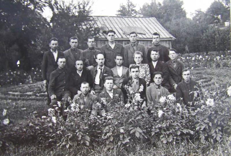 Працівники ботанічного саду.jpg