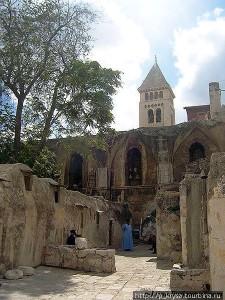коптский монастырь-крышаИерус.храмаГроба.jpg