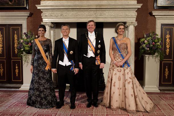 Гала-ужин в честь президента Аргентины в Королевском дворце Амстердама