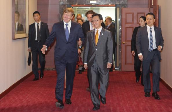 King+Willem+Alexander+Netherland+Visits+South+NFtLeQhJaeEl