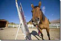 В Польше лошадь рисует картины