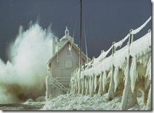 Подобное творение природы я видел впервые в жизни, когда весь город заковало в ледяной панцирь