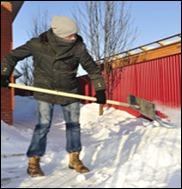 Чистить снег опасное занятие
