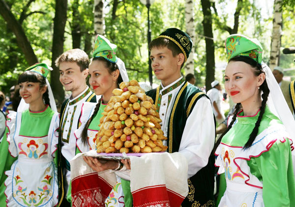 Татары в традиционной одежде