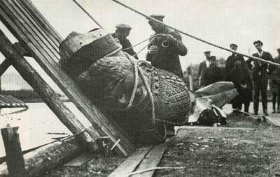 Разрушение памятника Александру III 1918 год
