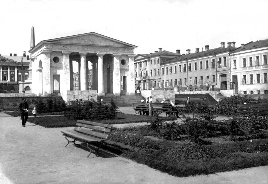 Сквер на Советской площади