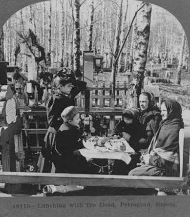 Завтрак на могиле Петроград 1919 год