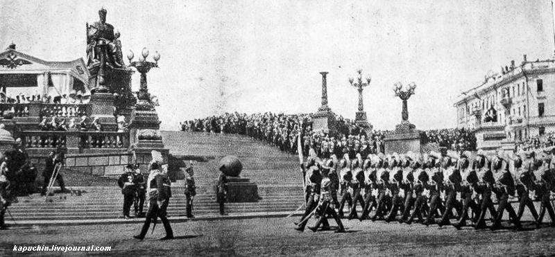 Прохождение улан церемониaльным маршем