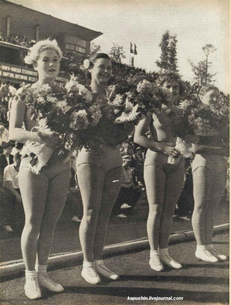 Физкультурницы  журнал Смена №8 1937