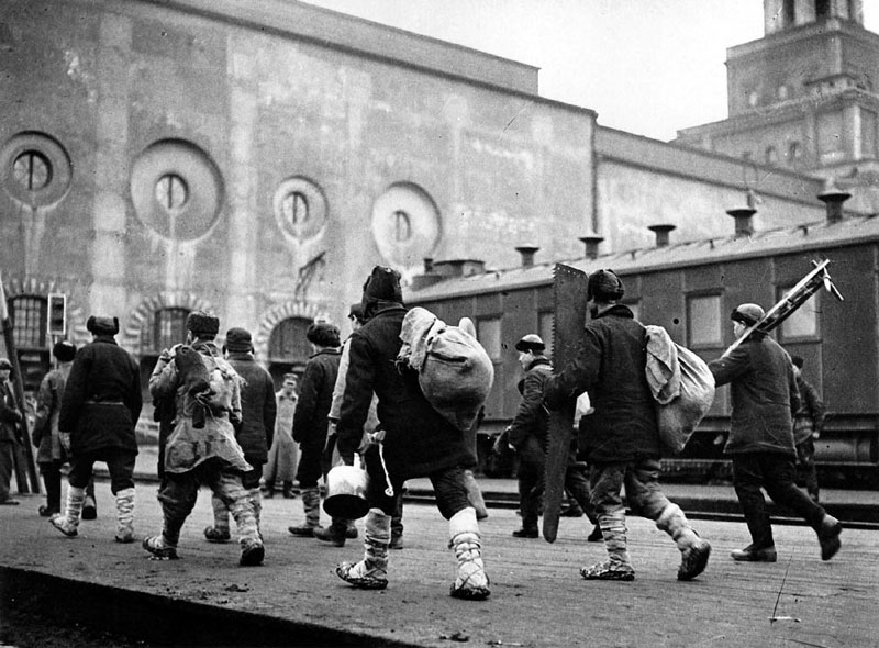 А. Шайхет На заработки в Москву, Казанский вокзал 1936 год