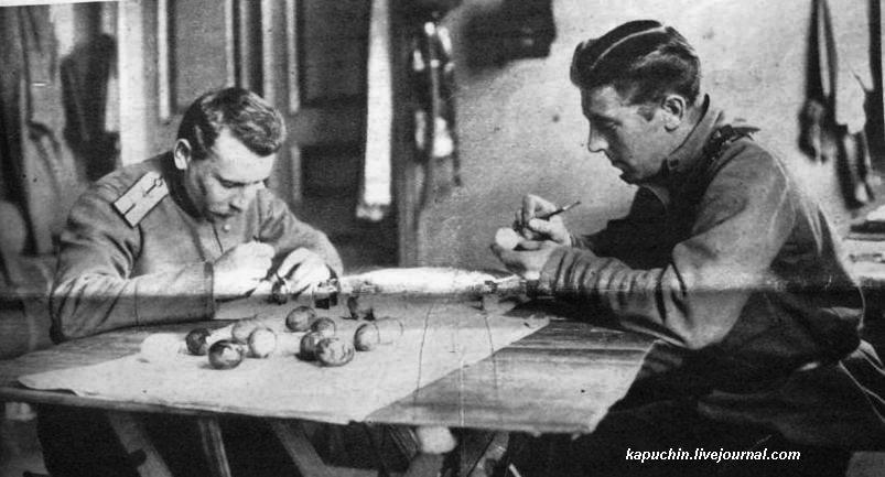 Пасха на фронте - Приготовление к пасхе  - из журнала Искры №13 за 1917 год