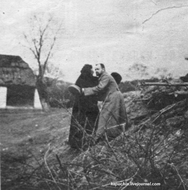 Пасха на фронте - священник и офицер - из журнала Искры №13 за 1917 год