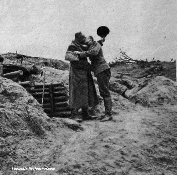 Пасха на фронте - врач и батальонный командир -  из журнала Искры №13 за 1917 год