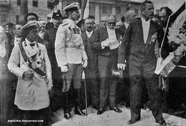Болгарская делегация направляется к памятнику для возложению венка герою освобождения Болгарии