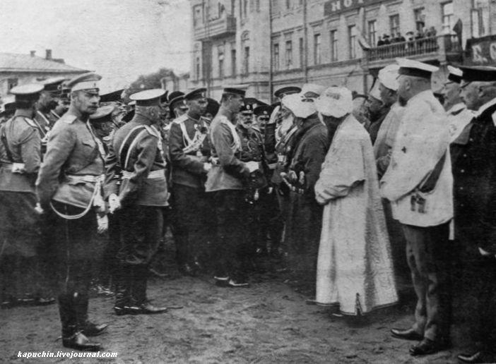 Его Императорское Величество Великий Князь Михаил Александрович беседует с членами депутатации из Ферганской области