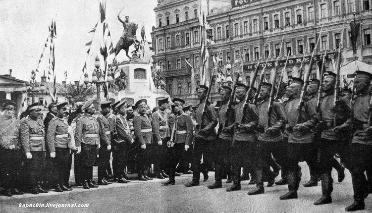 Прохождение войск церемониальным маршем