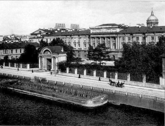 Вид главного фасада здания Николаевского Сиротского института (наб. Мойки, 48)