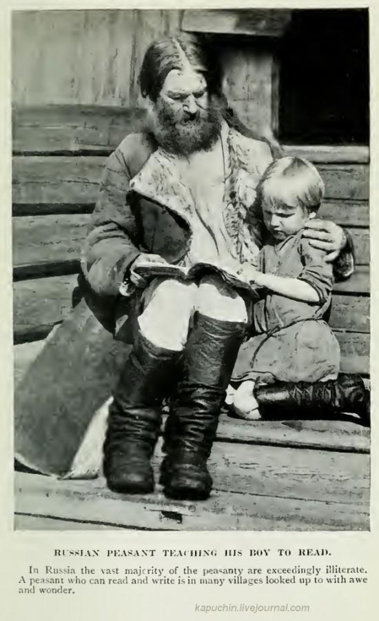 Русский крестьянин учит своего мальчика читать