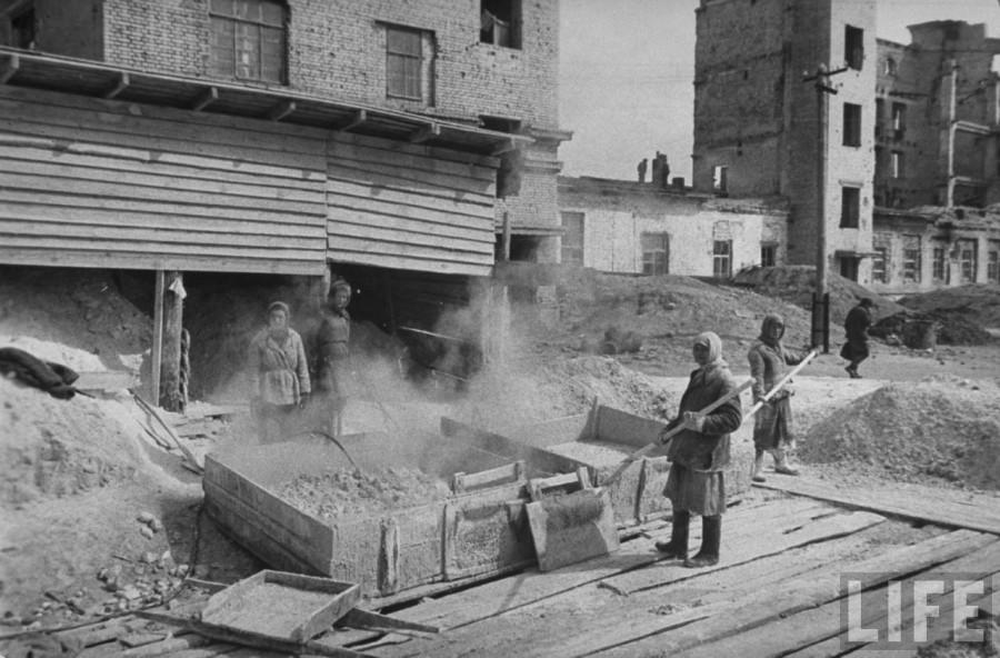 Сталинград Восстановление разрушенного дома