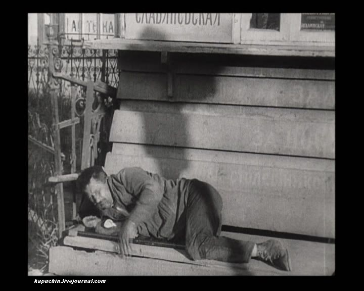 Спящий на Тверском бульваре 3