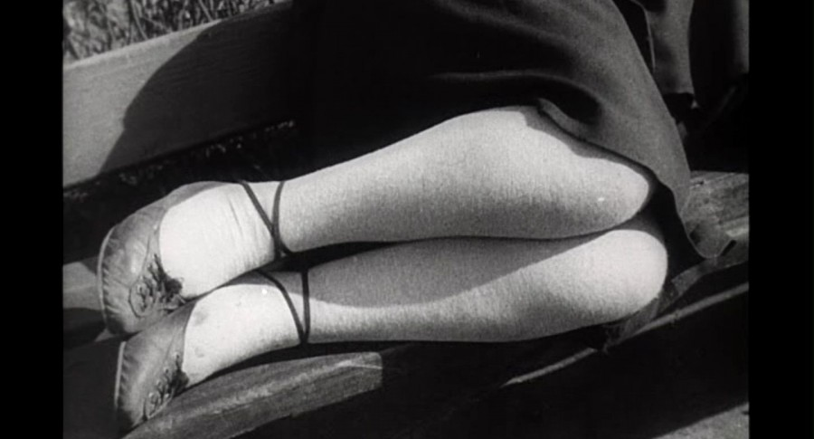 Спящая около памятника Пушинку 1928 год