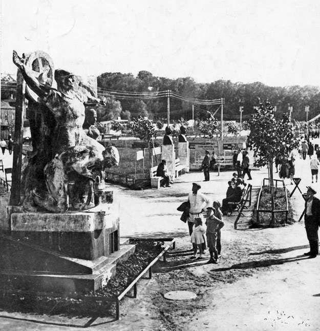 Аллея ударников в парке Горького 1931 год