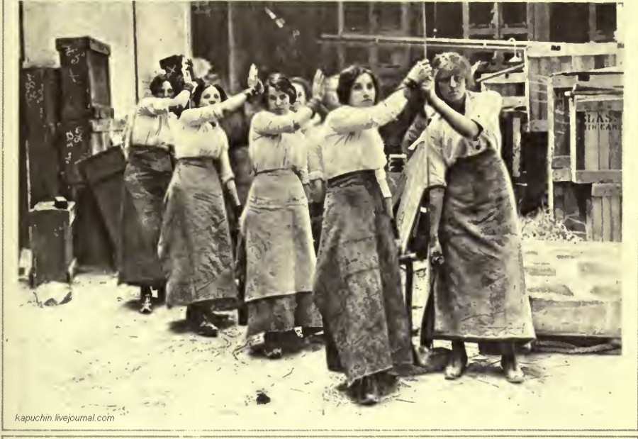 На стекольной фабрике Британия 1916 год