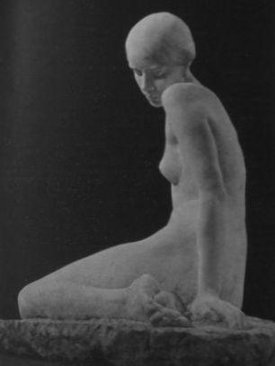 Крандиевская Сидящая фигура
