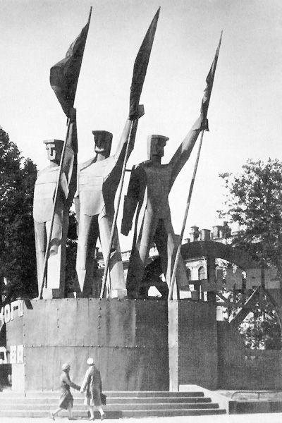 Рабочие со знаменами Ленинград 7 ноября 1930 год