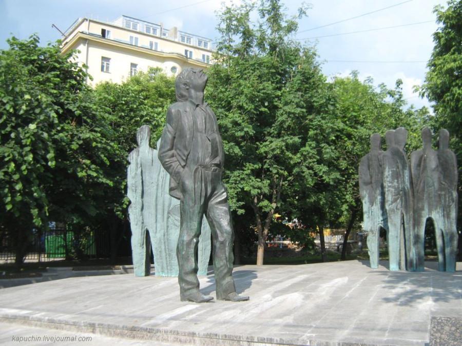 Памятник Бродскому на Новинскои бульваре  1