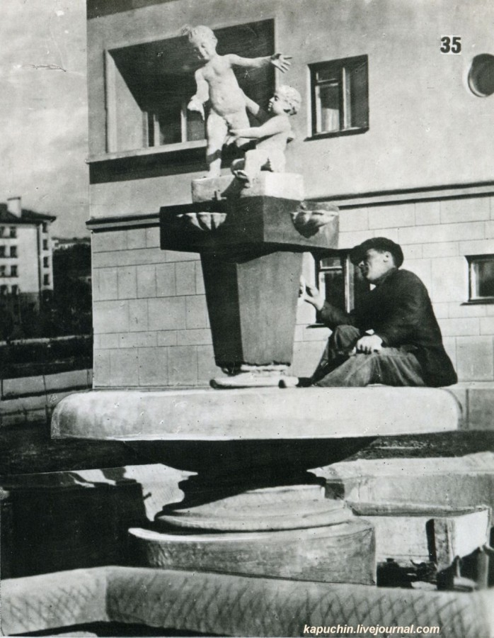 Около жилого дома на Усачевке 1930-е