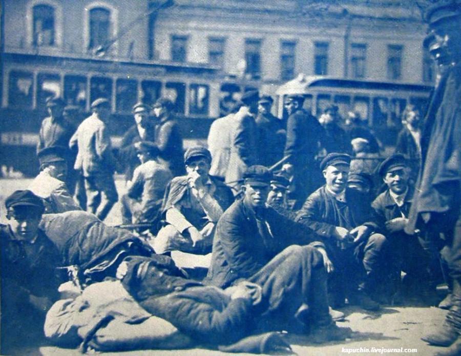 У биржи труда Москва 1926 год Иллюстрированная Россия №25