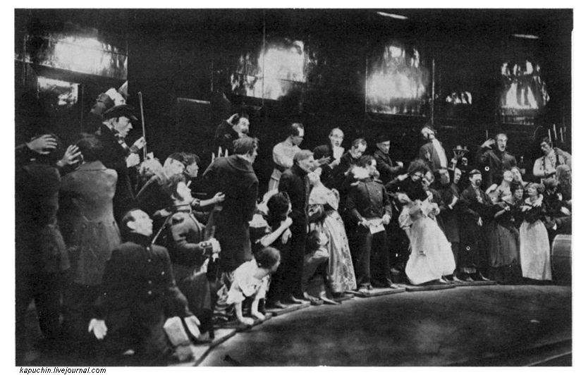 Финальная сцена спектакля Ревизор в постановке Мейерхольда