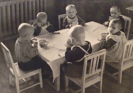 Бурк-Уайт Большевистские малыши в яслях автомобильного завода АМО  1930 год