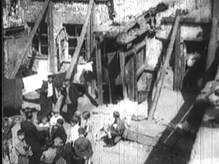 Шарманщик во дворе 1920-е